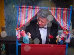 Les marionnettes et le crooner2